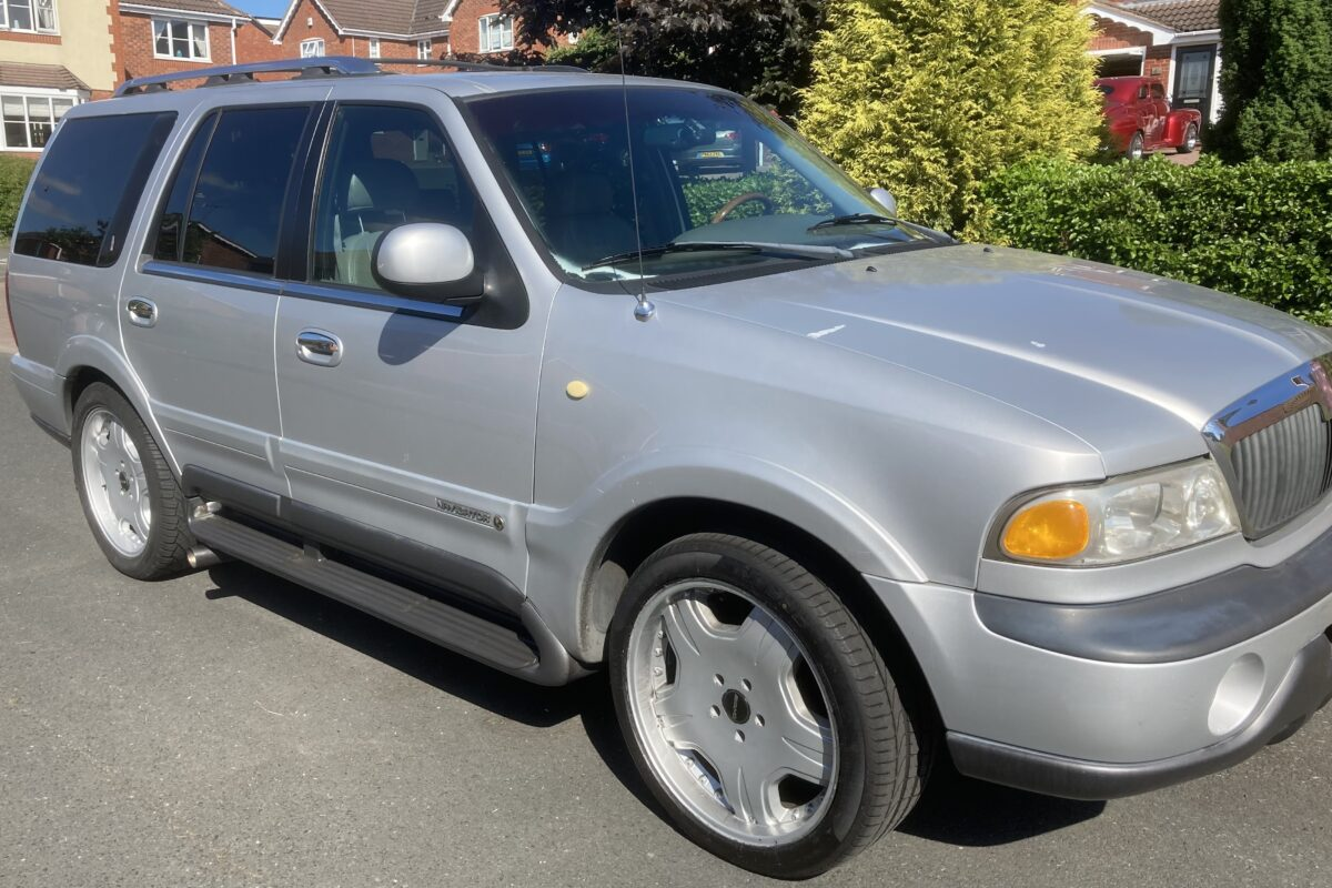 For sale…Lincoln Navigator…1998…registered in UK 2005..In silver with full grey leather interior..7 seats..22inch alloys with good tyres..5.3 V8 with LPG…new spark plugs..oil and filter changed..4 speed auto transmission..Uk towing electrics..MOT till December 21…£6500 ono