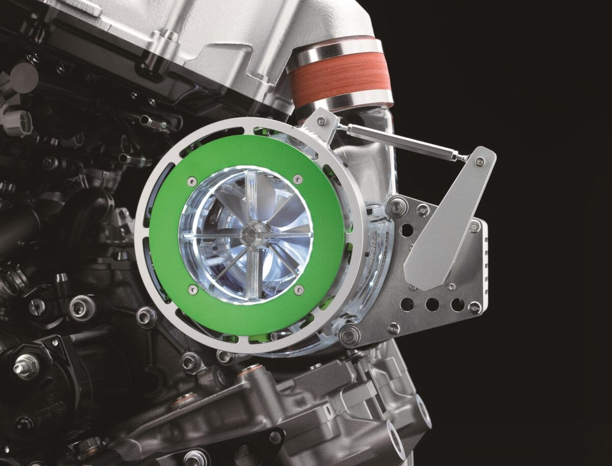 balanced-supercharged-engine-detail-2