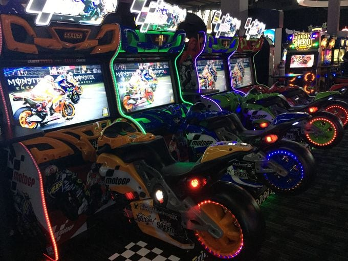 635925297920589644-dave-and-busters3