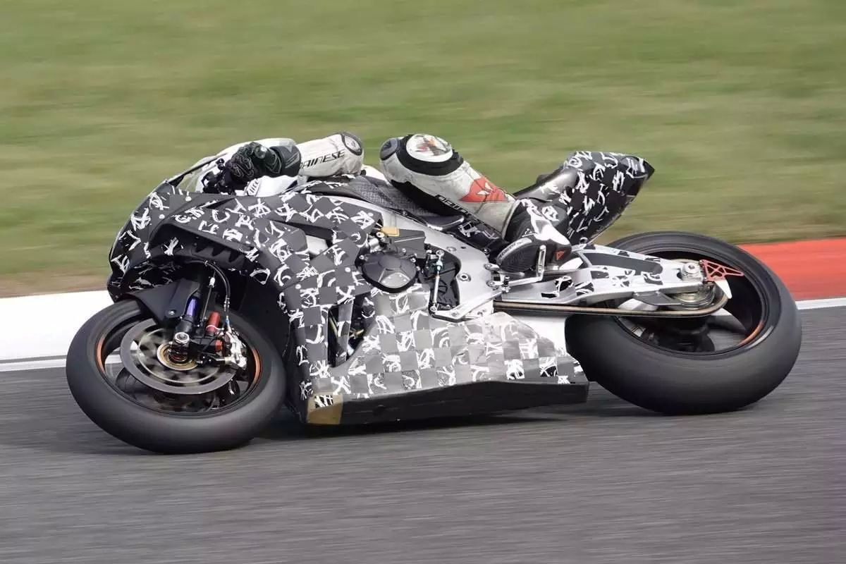 This is superb photographic quality for someone just posting their photos to a social media account of one of the hottest bikes of 2020, aren't they? Almost like these photos of the 2020 Honda SuperBlade aren't as innocent as they're made out to be...