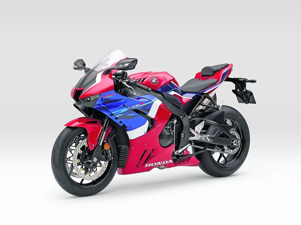 Even air flow from the front tyre and the mudguard itself has been specially incorporated into the efficiency of the new Fireblade from Honda.