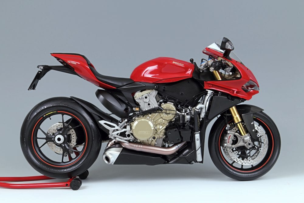 Side shot of the Pocher Model Ducati Superbike 1299 Panigale S