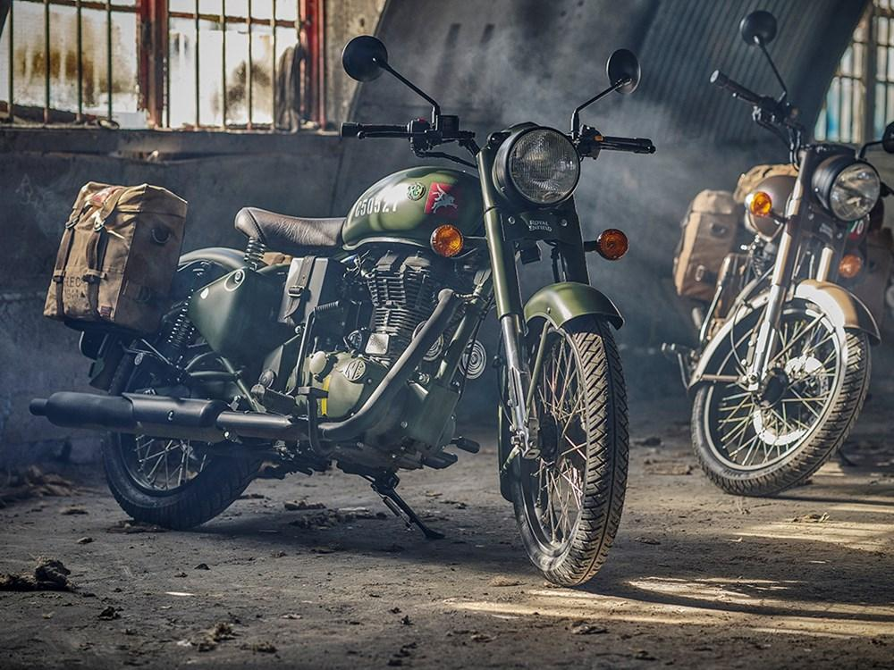 The Royal Enfield Classic 500 Pegasus Edition was made bearing the Para's emblem on the World War Two styled bike's petrol tank